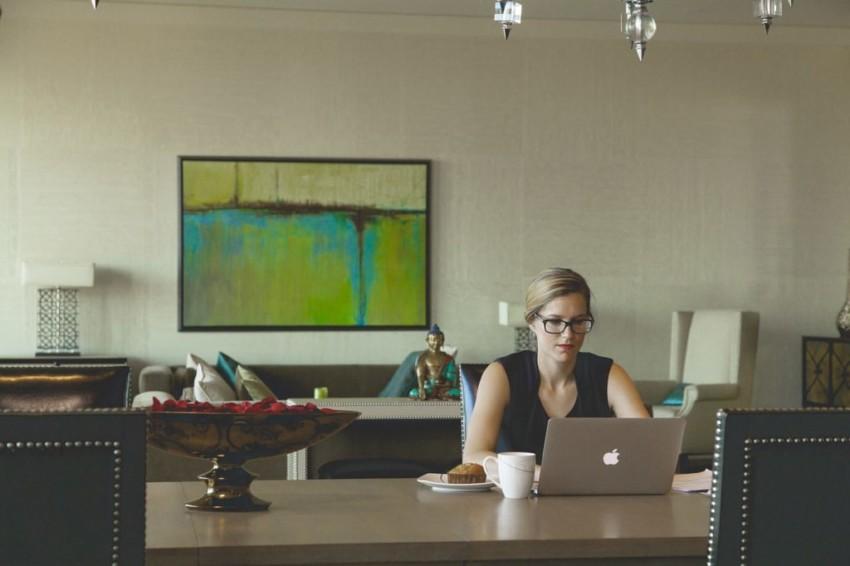 einfacher arbeiten, weniger stress, arbeiten, prioritäten setzen, lori deschene, the club of happy lifepreneurs